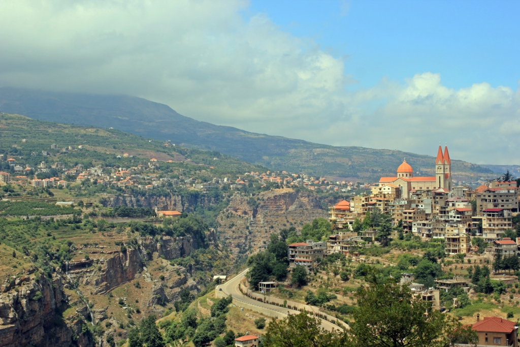 ways to explore qadisha valley